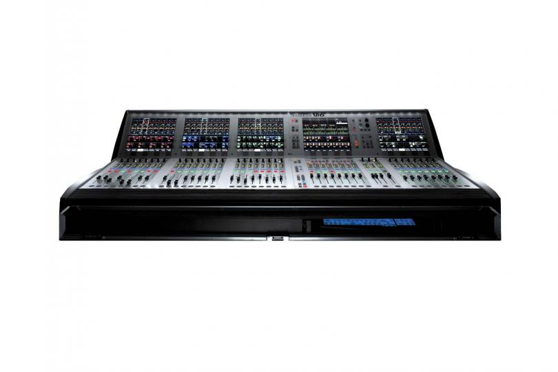CONSOLE NUMERIQUE VI6 SOUNDCRAFT en flight